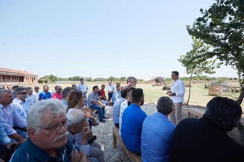 Κοντά σε αγρότες και παραγωγούς σε Άγιο Θεόδωρο και Καρποχώρι βρέθηκε ο Κυρ. Μητσοτάκης (+Φώτο)