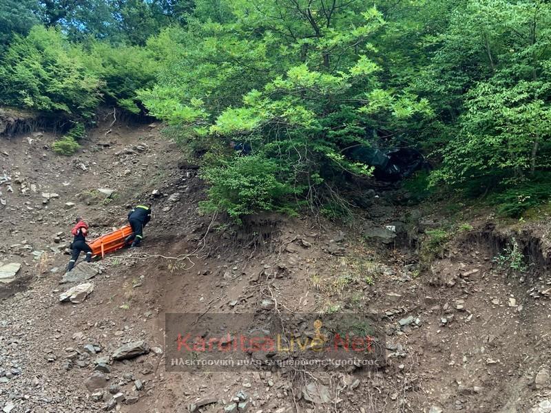 Οικογενειακή Τραγωδία: Δύο αδέρφια έπεσαν με το ΙΧ τους σε γκρεμό και τους βρήκαν 24 ώρες μετά (pics)