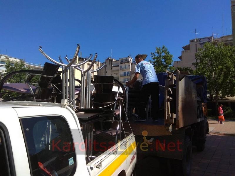 Καρδίτσα: Μάζεψε τραπεζοκαθίσματα ο Δήμος λόγω έλλειψης σχετικής άδειας (+Φώτο)