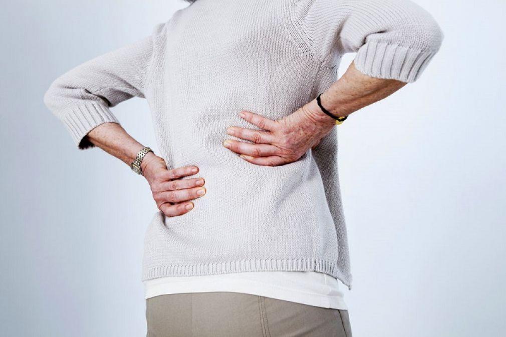 Οστεοπόρωση: Τι είναι, επιπτώσεις, αιτίες, συμπτώματα, διάγνωση, θεραπεία, πρόληψη