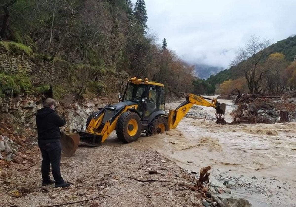 Αποκομμένο οδικά το Λεοντίτο Αργιθέας λόγω των βροχοπτώσεων - Αποκλεισμένοι περίπου 15 κάτοικοι (+Φώτο)
