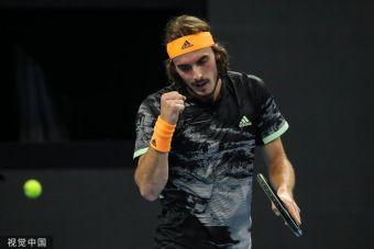 Εύκολα στα ημιτελικά του τουρνουά του ATP Finals ο Τσιτσιπάς