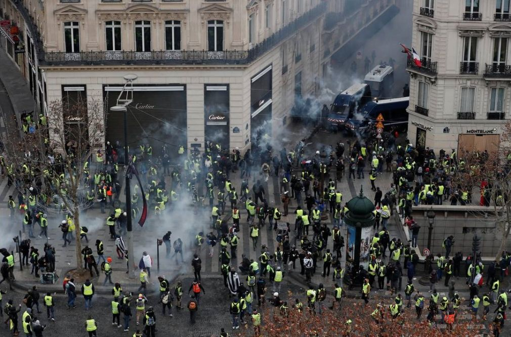 Γαλλία: Περισσότεροι από 100 οι τραυματίες στις σφοδρές συγκρούσεις αστυνομίας - «κίτρινων γιλέκων» (+Βίντεο)