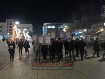 Πικετοφορία στον κεντρικό πεζόδρομο της Καρδίτσας ενάντια στη συμφωνία Ελλάδας - Η.Π.Α. για τις βάσεις