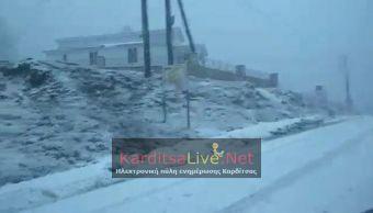 Χιονίζει πάλι στα ορεινά της Καρδίτσας - Βροχές, τοπικά ισχυρές στα υπόλοιπα τμήματα (+Βίντεο)