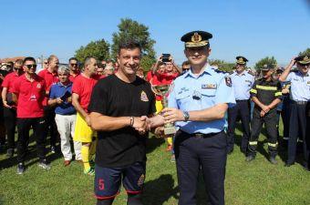 Η ομάδα των πυροσβεστών της Δυτικής Θεσσαλίας τίμησε τη μνήμη του πυροσβέστη Γ. Αλεξίου που έφυγε πρόωρα από τη ζωή (+Φώτο)