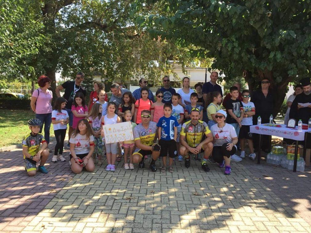 Τους πρεσβευτές της δράσης «Κόκκινη κλωστή με τη ζωή δεμένη» υποδέχθηκε το Σάββατο η πόλη των Σοφάδων