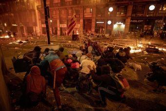 Βαρκελώνη: Κλιμακώθηκαν οι βίαιες συγκρούσεις διαδηλωτών - αστυνομίας