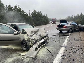 Σφοδρή σύγκρουση οχημάτων με τραυματίες στο δρόμο Λαμίας - Δομοκού (+Φώτο)