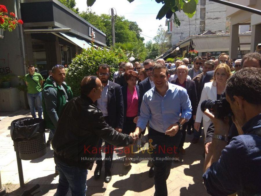 Περίπατος στον πεζόδρομο της Καρδίτσας από τον Πρωθυπουργό Αλέξη Τσίπρα (+Φώτο)