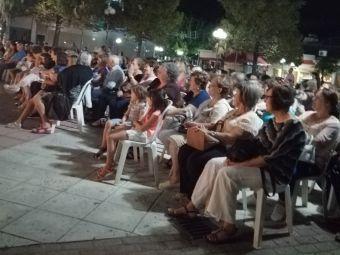"""Σύλλογος Γυναικών Σοφάδων: Πλήθος κόσμου παρακολούθησε τη θεατρική παράσταση """"Τρελοί για.... δέσιμο"""""""