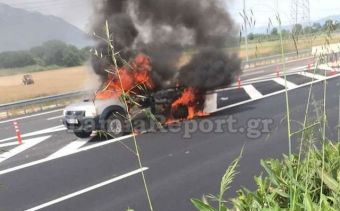 """""""Λαμπάδιασε"""" αυτοκίνητο στην Εθνική Οδό κοντά στην Ανθήλη (+Φώτο +Βίντεο)"""