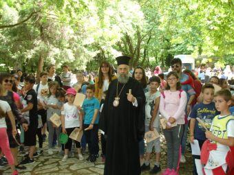 Περισσότερα από 1.000 παιδιά συμμετείχαν στην ετήσια εκδρομή λήξης των Κατηχητικών Συνάξεων της Ιεράς Μητρόπολης (+Φώτο)