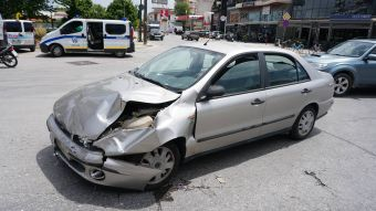 Τραυματίστηκε δικυκλιστής στη Λάρισα μετά από σύγκρουση με αυτοκίνητο