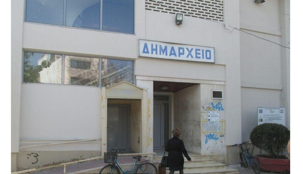 Διαφωνία του Δήμου Καρδίτσας για τη χρέωση της στάθμευσης στο χώρο έναντι της εμποροπανήγυρης