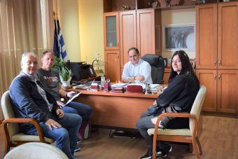 """Συνάντηση του Δημάρχου Καρδίτσας με εκπροσώπους της ομάδας χάντμπολ του """"Δόλοπα"""""""