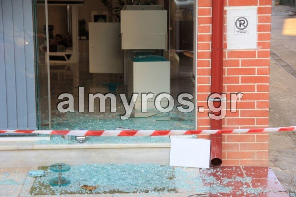 """Συμμορία """"άδειασε"""" κοσμηματοπωλείο στο Αλμυρό τα ξημερώματα της Δευτέρας"""